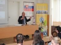 Našim maturantom prednášal guvernér NBS